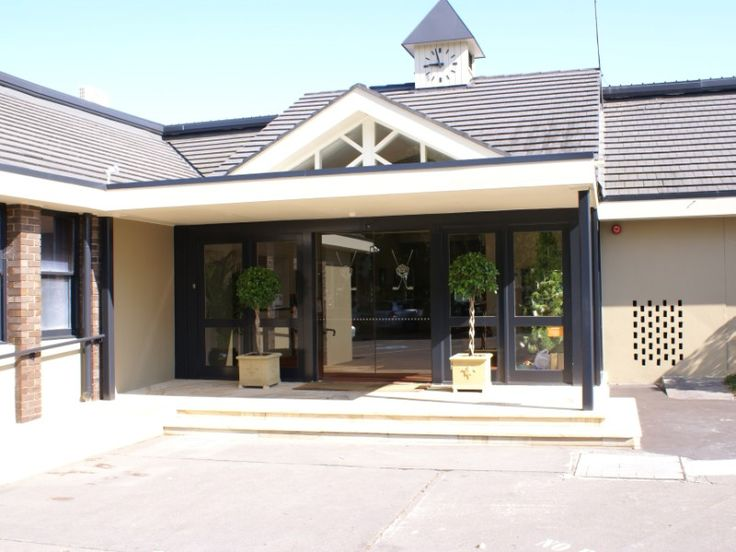 Roseville Golf Club clubhouse main entrance