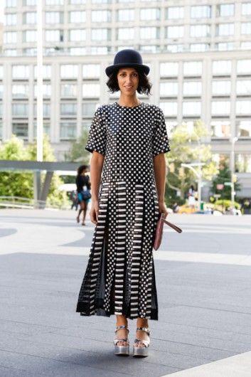 Yasmin Sewell in een jurk van Marc Jacobs.