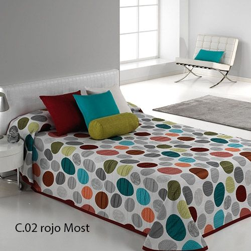 """Como diría el famoso diseñador Philippe Starck, """"los colores hablan de ti"""", y qué mejor forma de que tu habitación también hable de ti llenándola de color con la colcha de verano Most de Reig Martí."""