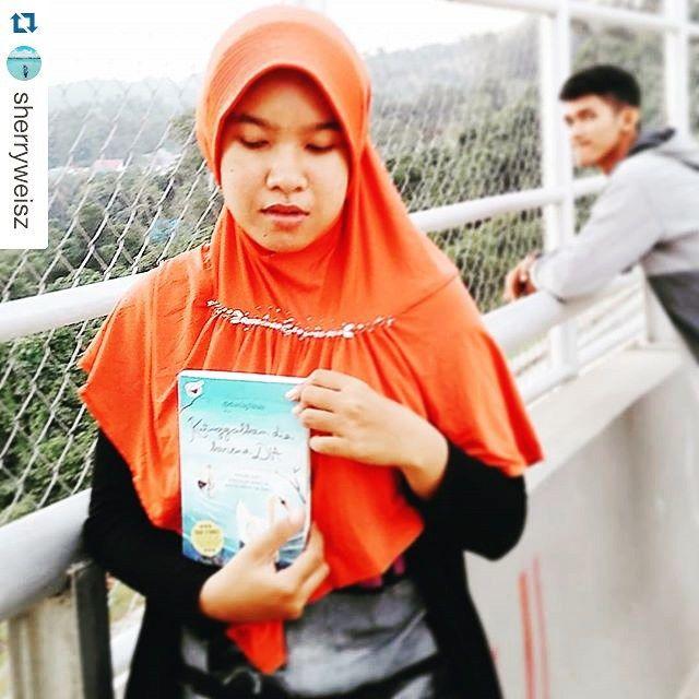 Buku kutinggalkan dia karena dia duniajilbab, berkisah nyata tentang muslimah yang meninggalkan pacaran demi tetap teguh di jalan Allah. Order online via sms atau whatsapp ke: 089698904897.