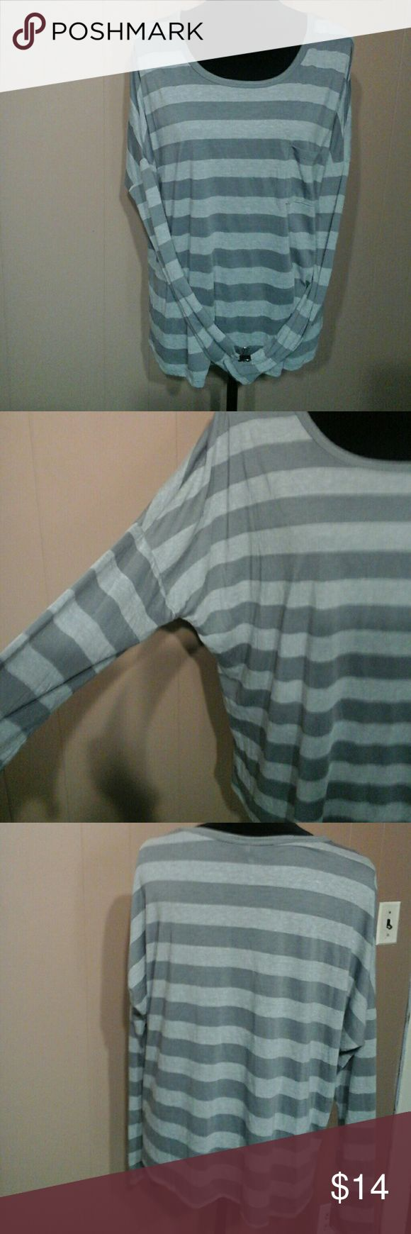 Shades of grey long sleeve top sz Lg Light weight flowing shirt, great with jeans TRESCIS Tops Tees - Long Sleeve