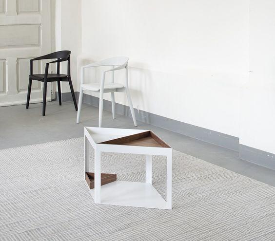 Dzięki modułom z jakich jest zbudowany stolik Karo Conmoto możesz stworzyć konfiguracje, która będzie dopasowana do Twojego wnętrza.