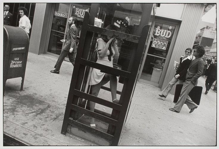 1972. Женщина в телефонной будке, Нью-Йорк Гарри Виногранд