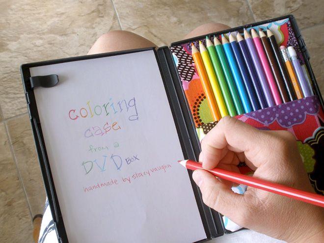 Transforma la caja de un DVD en un kit de dibujo de bolsillo / Transform a DVD case into a travel art kit | Más #trucos para #padres / More #tips for #parents at ►http://trucosyastucias.com/social/trucos-para-padres #lifehacks #hijos #childs