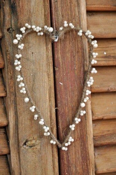 Jutehjerte med perler, heart with pearls