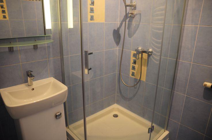 Kabina prysznicowa  http://www.rainbowapartments.pl/pokoj-zielony/