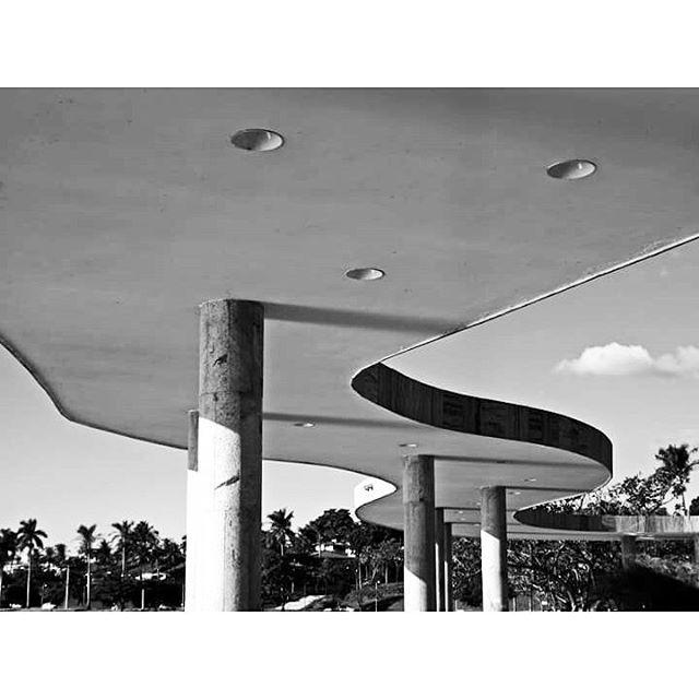 Habitar, construir e pensar  . . . #niemeyer  #marquise #arquitectura…