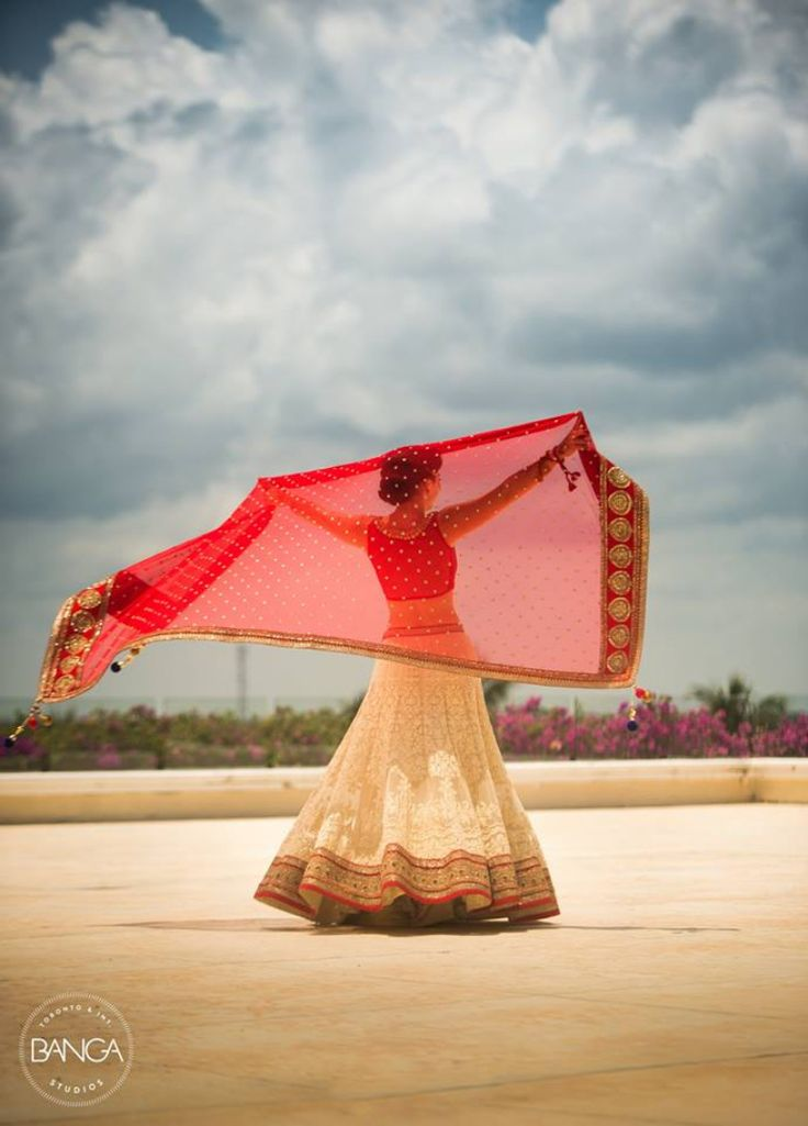 20+ Solo Poses For Indian Brides