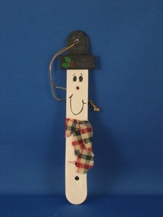 Snowman christmas ornament made from popsicle sticks. So easy to make