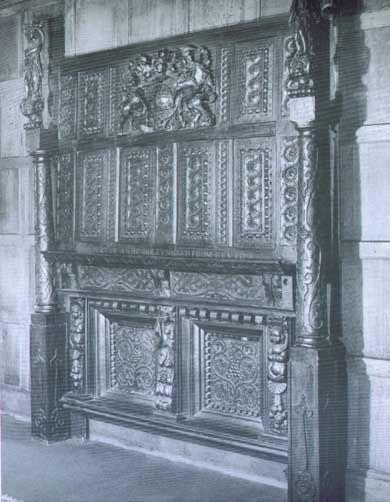 Bedstead in Anne Boleyn's bedroom-Hever Castle