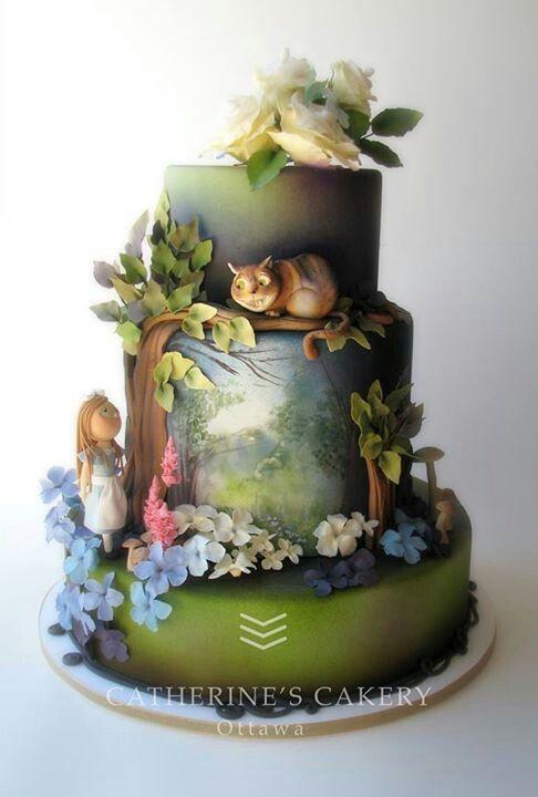 Alice in wonderland cake - Beatuiful artwork !