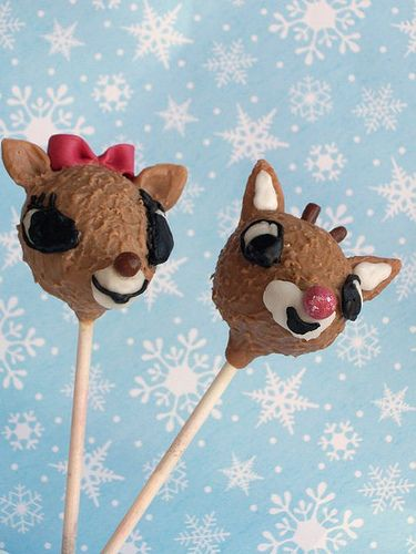 Incredibly cute Clarice and Rudolph Cake Pops. Love!!!!! :) #Rudolph #Christmas #Clarice #reindeer #cake_pops #cake #decorated #food #baking #cooking #cute #party #kids