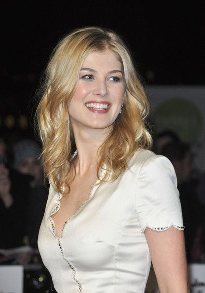 #Rosamund Pike might be #GoneGirl but wow, she's got #greatskin!