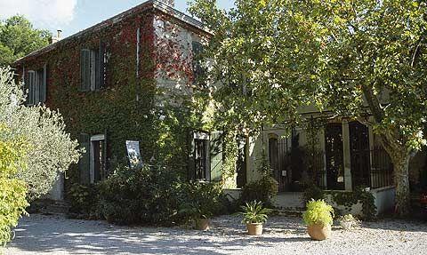 Savonnerie Marius Fabre 148, avenue Paul Bourret 13300 Salon-de-Provence - France Tél. 04 90 53 24 77 - Fax 04 90 53 41 54