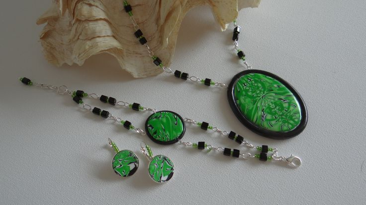 Ketting armband en oorbellen gemaakt met Fimo klei.