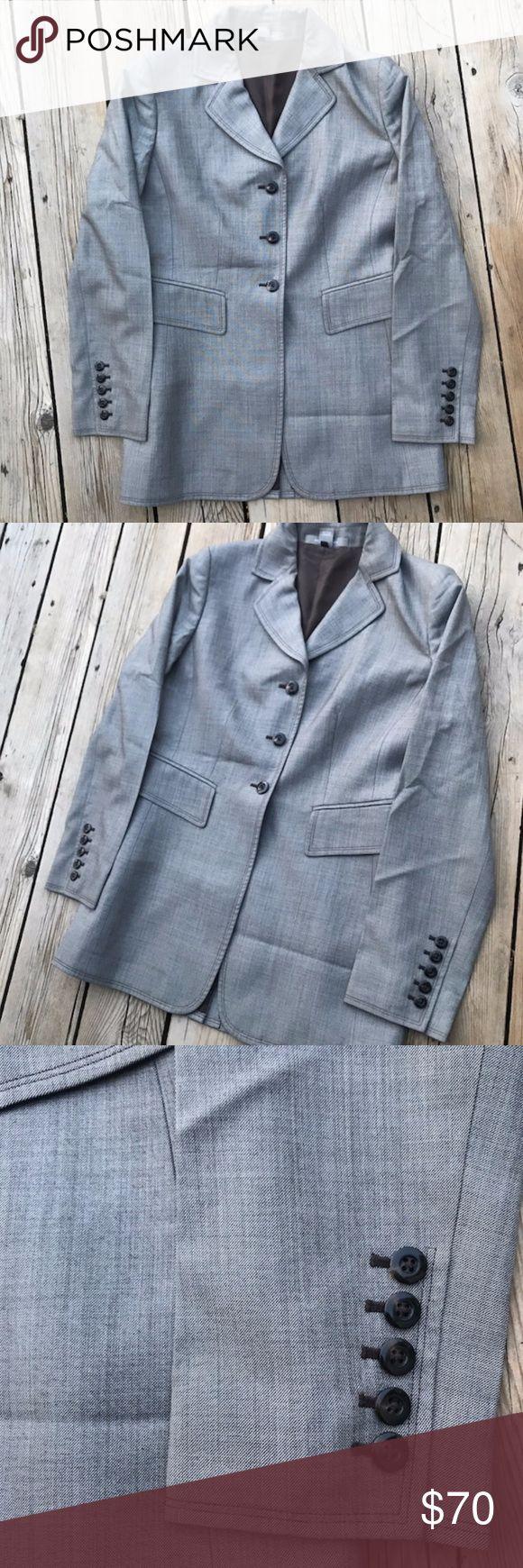 "Ellen Tracy Wool & Silk Blazer -- Brown -- Size 6 Ellen Tracy blazer, brown and white and a size 6. Blazer is 83% wool and 17% silk. The blazer is 29 1/2"" long. Ellen Tracy Jackets & Coats Blazers"