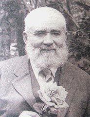Hattat Necmeddin Okyay-1883'de Üsküdar'da doğdu. Talat beyden Rik'a, Divani, Celi Divani yazılarıdan icazet aldı. Sonra Bakkal Arif Efendi'den Sülüs-Nesih dersi almıştır. Bu arada ebruculuk ve aharcılık (kağıdı cilalama sanatı) öğrenmiştir. Üstad Sami Efendiden Talik ve Celi Talik meşk etmiştir. Güzel Sanatlar akademisinde hocalığı vardır. 1967'de vefat etti.