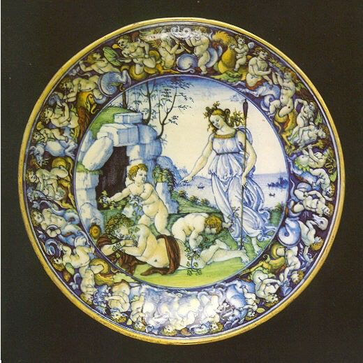 Art&Maiolica-Cafaggiolo Flat cup which is the mythological scene of Diana and Endymion asleep with two putti. Cafaggiolo 1510