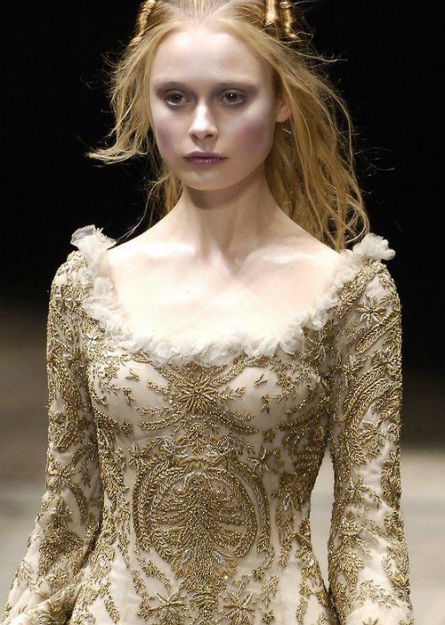 Alexander mcqueen haute couture beautiful gowns for Haute renaissance