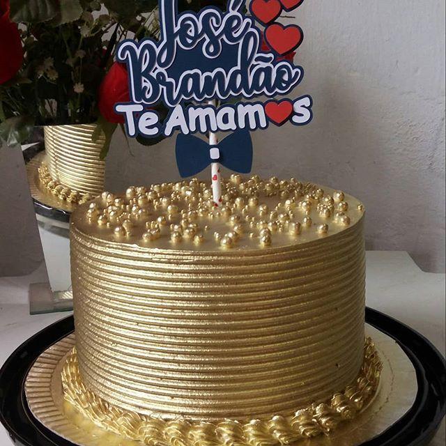 Pin De Zahia Khan Em Cake Em 2020 Bolos Decorados Com Chantilly