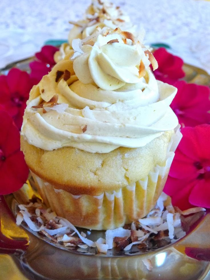 SPLENDID LOW-CARBING          BY JENNIFER ELOFF: COCONUT CUPCAKES WITH DELICIOUS BUTTERCREAM FROSTI...