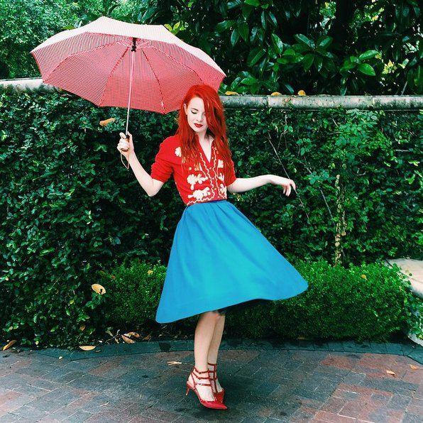 Pin for Later: 9 Tendances Automnales Qui Vont à Toutes les Morphologies Une Jupe Midi Colorée Mettez un peu de couleur à votre garde robe d'Automne avec une jupe midi colorée que vous pourrez aussi bien porter la journée qu'en soirée.