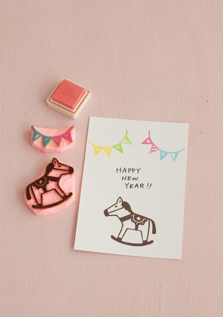 一度に何十枚も出す年賀状。消しゴムはんこなら、手軽にオリジナリティーあふれるカードを、楽しみながら作れます。/乙女な消しゴムはんこ(はんど&はあと12月号)