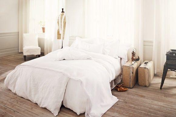 whiteDreams Bedrooms, Wood, Floors, Interiors, White Beds, White Bedrooms, White Bedding, Night Stands, Vintage Suitcas