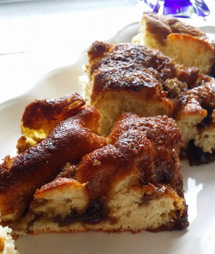 Brunsviger eller smørkake er en dansk spesialitet. Brunsviger: 2,5 dl vann (ca 40 grader) 1 egg 50 g sukker 1 ts kardemomme 1/2 ts salt 450 g hvetemel 50 g gjær 50 g smeltet smør + topp…