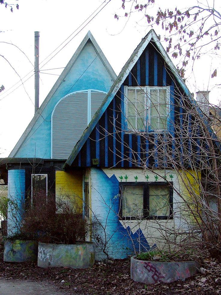 File:Christiania - blue house.jpg