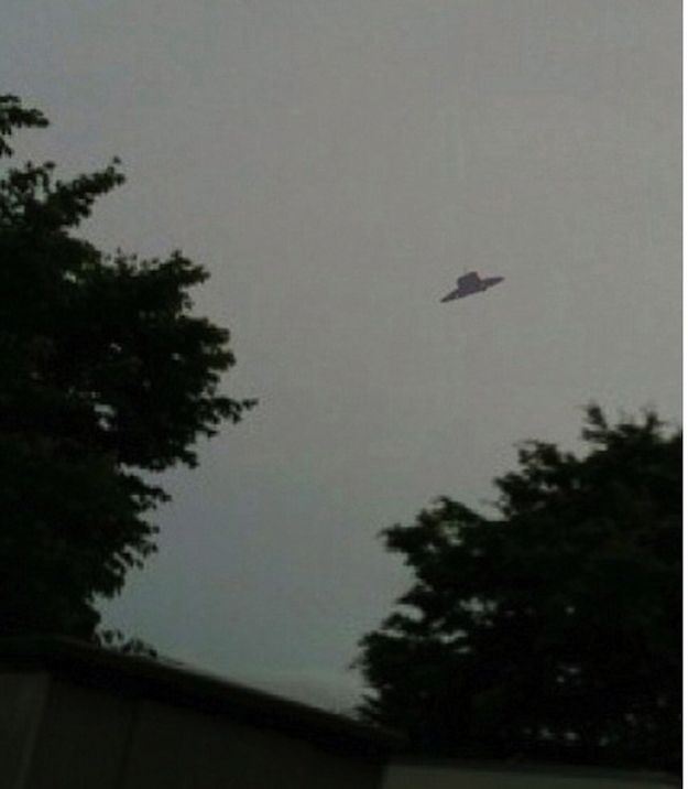 An indisputable UFO flying around. | 10 Most Convincing UFO Sightings