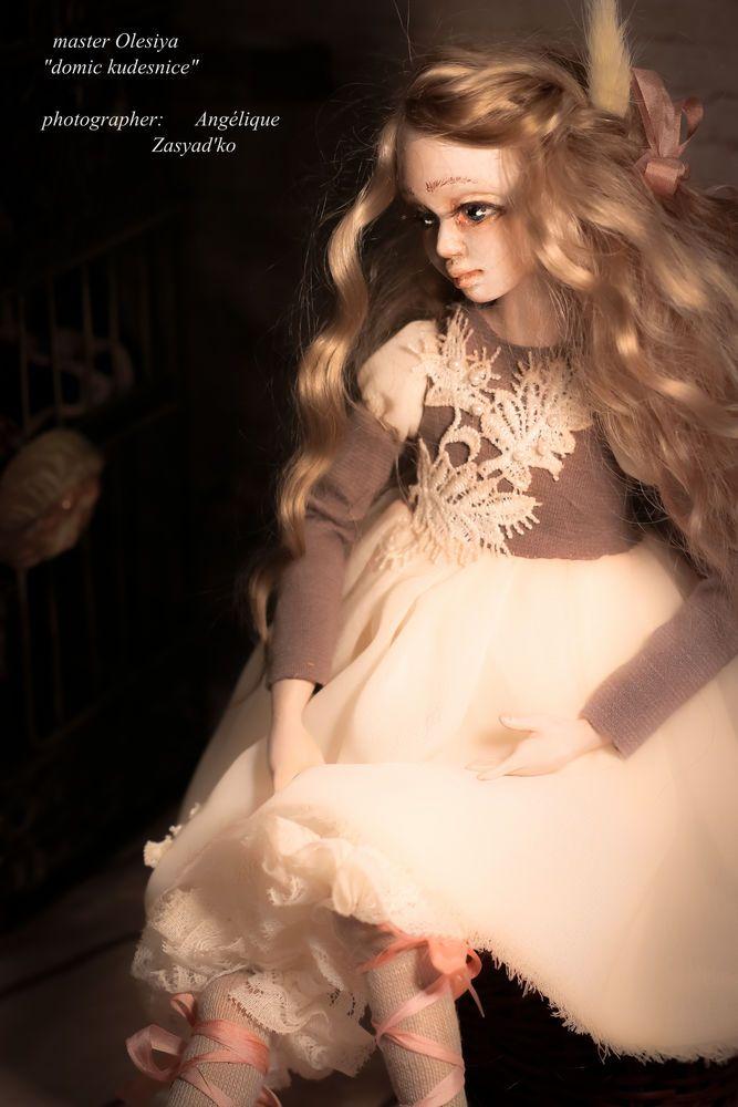 Здравствуйте, дорогие друзья, гости! Хочу вас познакомить с моей новой куклой! Эмилия - танцовщица! Она у меня очень милая и любимая! Кукла вылеплена из Ладолла без форм по типу будуарной куклы.