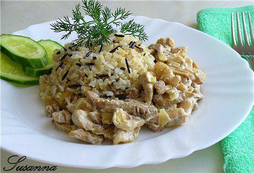 Бурый рис и курицей и грибами