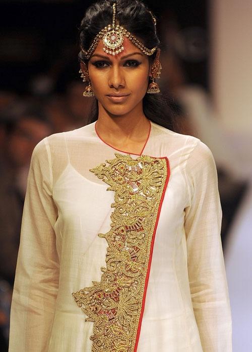 kurti pattern love it in off white n orange,