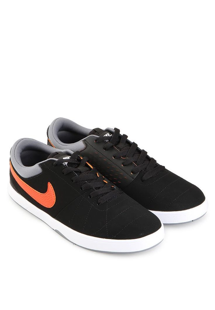 The Nike Rabona is made with a leather and suede upper to deliver a premium look and feel, with black and white color, low top skate silhouette, rubber sole, round toe, front laces, stitching accent, Nike logo with contrast color. Perfect for skate or everyday use. http://www.zocko.com/z/JEnRC