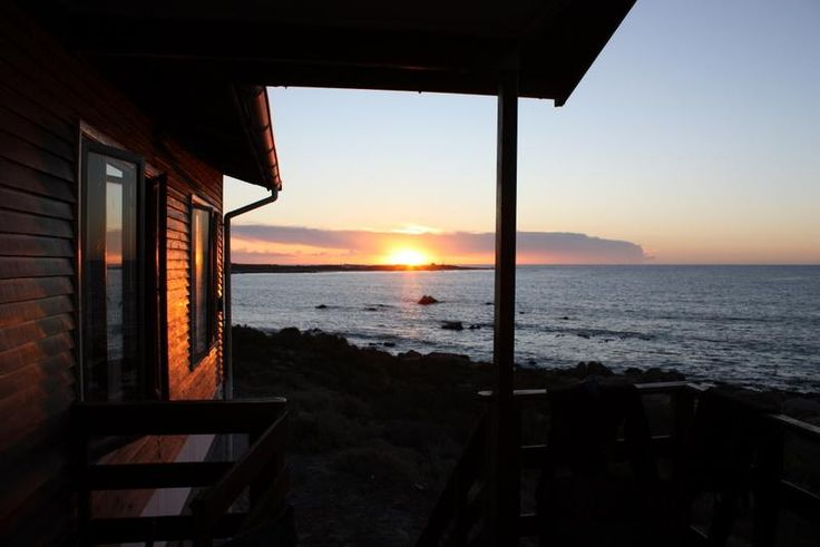 Mangochi Beach Cottage, St Helena Bay Sleeps 8 Approx. R250pp (R1150 daily minimum rate for the house); hounds R50 on request