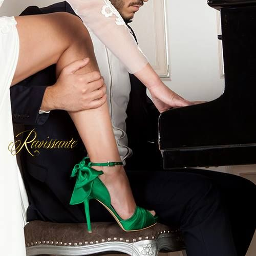 "Royal Green shoes to spice up your wedding <3 . Add a spectacular bow and say ""I Do"" !"
