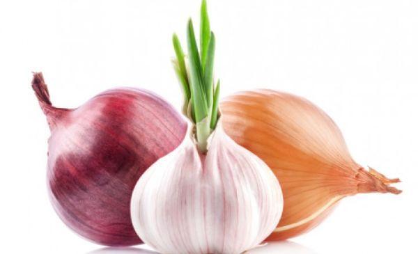Cómo eliminar el aliento a ajo y cebolla