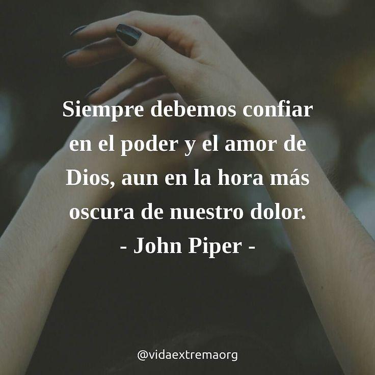 Siempre debemos confiar en el poder y el amor de Dios aun en la hora más oscura de nuestro dolor. - John Piper #Pruebas #VidaCristiana #DiosSalva Imágenes cristianas gratis
