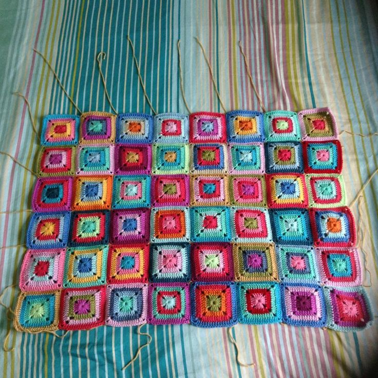 Heather from Little Tin Bird shares her 'how to' for making this stunning and colourful granny blanket, including some links for 'joining the squares'. Nice!