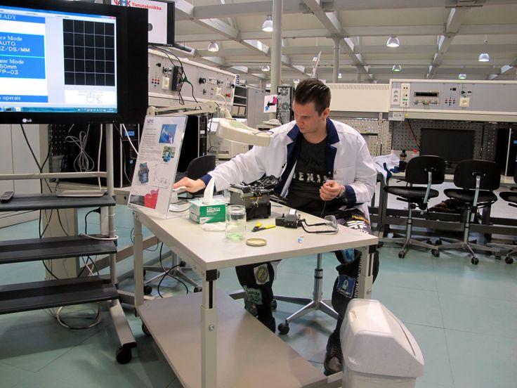 VAMK student working in Information Technology -laboratory at Technobothnia.
