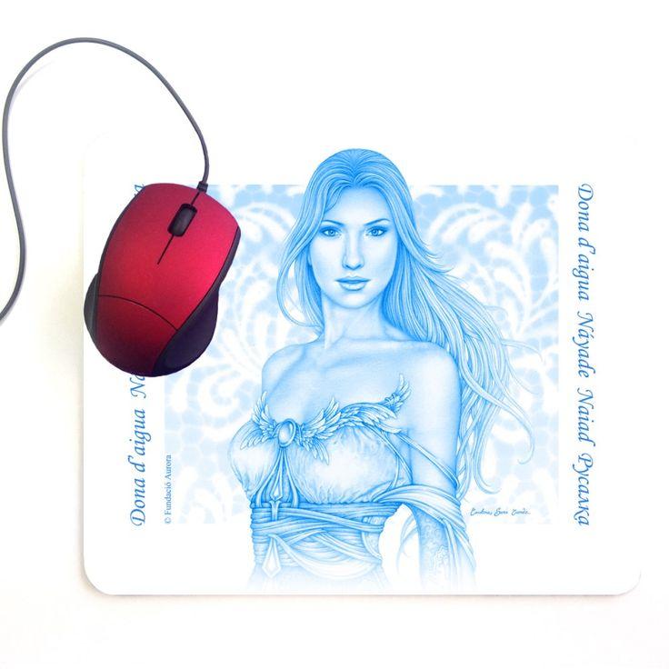 Alfombrilla Azul.   Sin duda, una alfombrilla blanca con la náyade delicadamente impresa en azul es un objeto tan práctico como encantador.  Seguro que cuando la recibas la encontrarás tan bonita que la guardarás con cariño en lugar de usarla.
