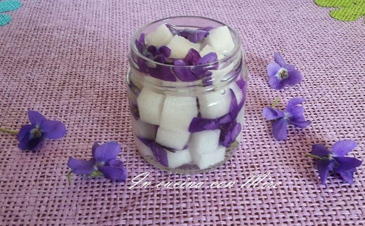 Zuccherini alcolici alle Violette Gli zuccherini alle violette sono speciali, ho avuto l'idea pochi giorni fa uscendo nel mio giardino ho visto una pianta di violetta fiorita che mi guardava e cosi … Continua a leggere→