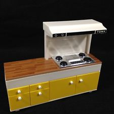 Vtg Tomy Smaller Home and Garden Dollhouse Furniture Countertop Stove Range