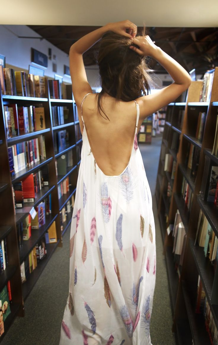 Plunging back maxi dresses. Robe longue plumes.