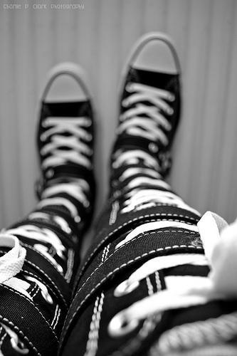 knee high converse <3 I want a pair!!