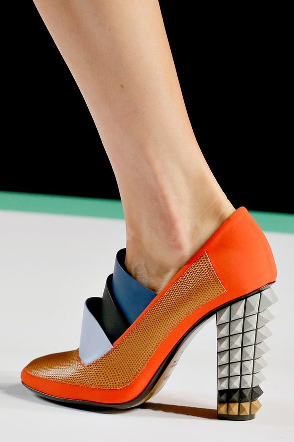 Futuristic pumps by Fendi: Shoes, Pumps Ss, Fendi, Pumps S S, Graphics Pumps, S S 2013, Milan Fashion Week, Blocks Heels, Bold Graphics