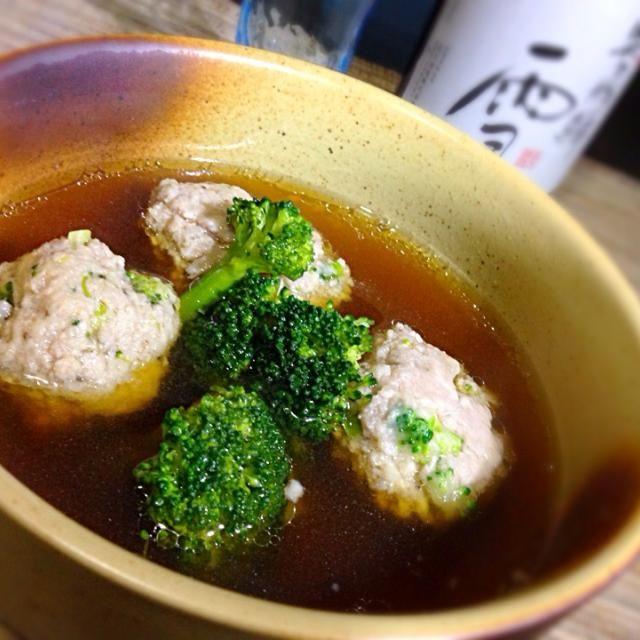 ブロッコリーを使った肉団子のスープ。ブロッコリーはスルフォラファンという抗酸化物質が豊富に含まれているんやて(*^_^*)  ブロッコリーを細かく刻んで肉団子にも混ぜました! - 127件のもぐもぐ - 肉団子とブロッコリーのスープ by kedent17