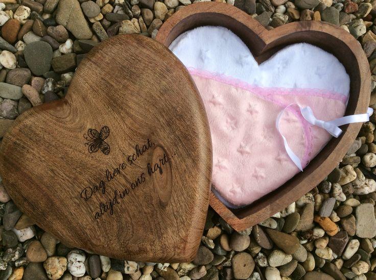 Handgemaakt houten hart foetuskistje, voor een overleden kindje....