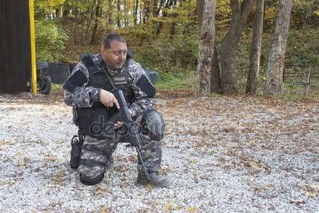 Baixar - Esquadrão especial de combate ao terrorismo, treinada no campo de tiro — Imagem de Stock #57746545